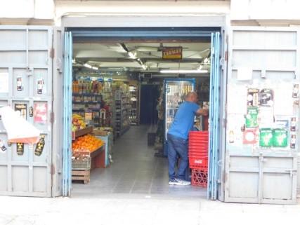 Buenos Aires, l'épicerie en face de l'AJ