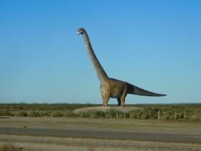 Vers Trelew, le dinosaure qui symbolise le musée paléontologique de la ville