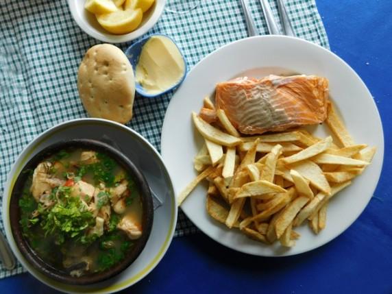 Castro, soupe de poissons à la coriandre et saumon fourré au fromage, tomates et chorizo !