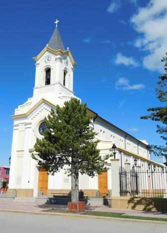 """Puerto Natales, l'église, un des rares bâtiments en """"dur"""""""