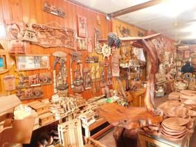 Puerto Montt - Marché aux poissons d'Angelmo, artisanat de bois