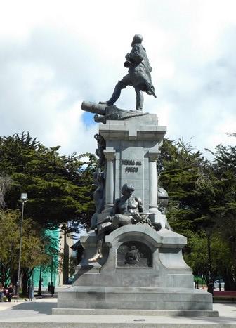 Punta Arenas, Place des Armes, statue Magellan