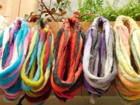 Punta Arenas, marché artisanal, tours du cou en laine