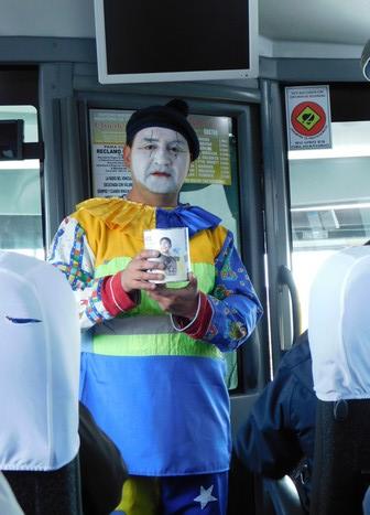 Bus Punta Arenas / Chiloé, les bus sont arrêtés plusieurs fois pour des quêtes au profit d'association