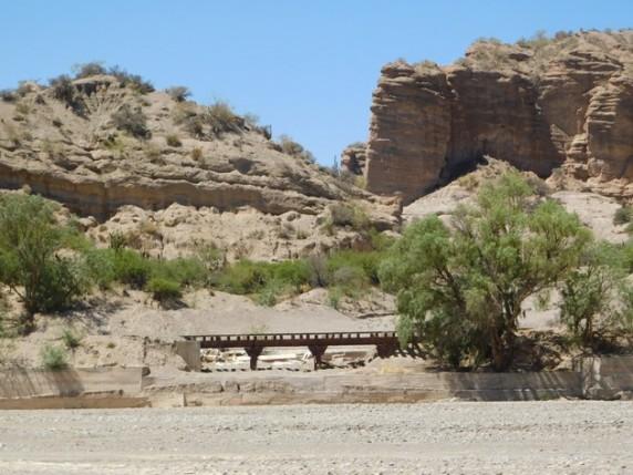 Au nord de Tupiza, excursion vers Monte Rico et Poronga - Toujours la ligne de chemin de fer au fond...
