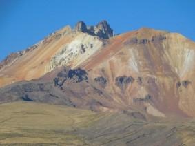 Salar d'Uyuni, zoom sur le cratère du volcan