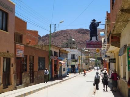 Tupiza, centre-ville, la rue principale (qui a un petit air de Far-West!)