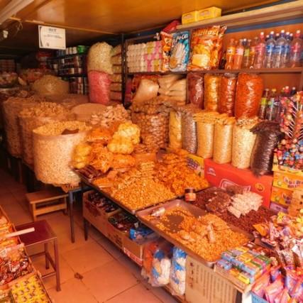 Tupiza, centre-ville, boutique de fruits séchés et de graines