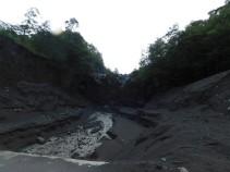Tour du lac Llanquihue, non loin de Petohue, coulée de boue provenant du volcan lors de pluies fortes ou de la fonte des neiges