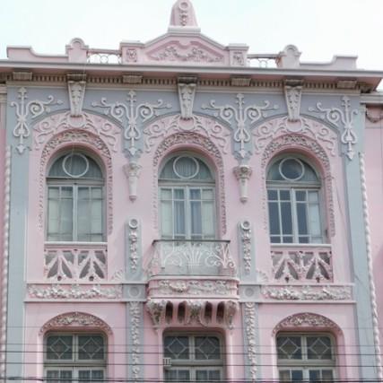 Valparaiso, belle maison ancienne rose, non loin de notre hostel