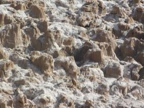 Vallée de la Lune, terre et cristaux de sel