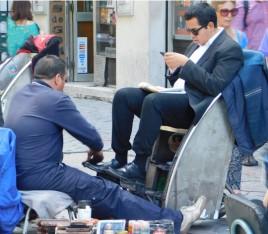 Santiago, cireurs de chaussures non loin de la Moneda