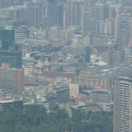 Santiago, Cerro San Cristobal, zoom sur la cathédrale et le centre-ville