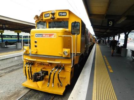 Wellington, la gare ferroviaire où nous prenons notre bus, juste sur le quai opposé à ce train !