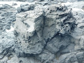 Balade de Takapuna à Milford Beach - Bloc de pierre de lave