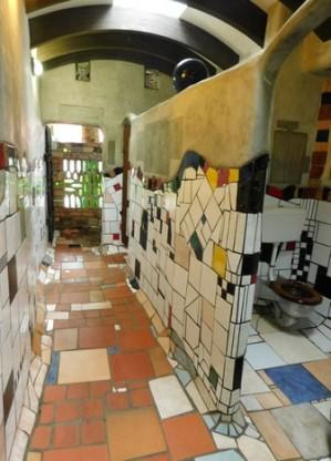 Kawakawa, toilettes Hundertwasser