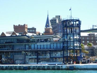 Sur le ferry entre Manly et Sydney - Arrivée à Ciruclar Quay et vue sur la gare maritime des paquebots