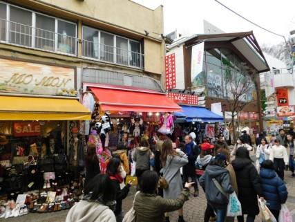 Tokyo - Harajaku - Rue commerçante bien bondée !