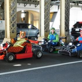 Tokyo - Akihabara - Touristes déguisés et faisant un tour de quartier sur un kart...