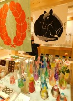 Tokyo - Ginza - Centre commercial Ginza Six - Vases pliables en plastique