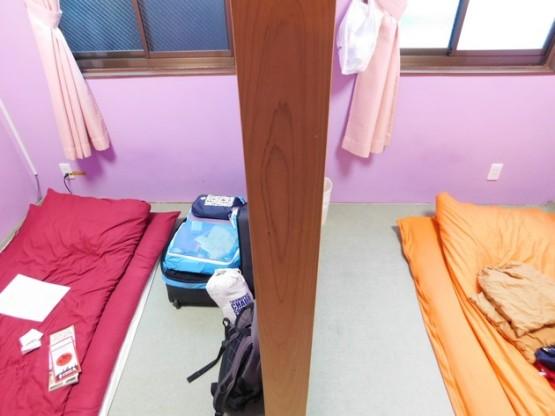 """Nagoya - Notre chambre """"à la japonaise"""" ! On voit bien ici le demi-mur qui sépare nos deux futons..."""