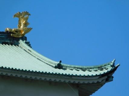 Nagoya - Château - En haut du toit, on voit le Sachi-hoko doré qui représente une créature légendaire mi-tigre, mi-carpe