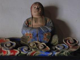 Gifu - Soho-Ji - Personnages en argile entourant le Bouddha géant