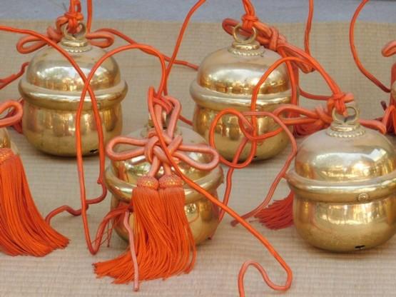 Osaka - Temple Sumiyoshi-Taisha - Grosses clochettes installées sur les danjiri (chars de fête)