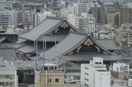 Gare de Kyoto - Vue sur le temple Higashi-Hongan-ji