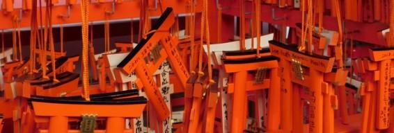 Sanctuaire Fushimi Inari Taisha - Temple situé en bas de la montagne - Plaquettes votives