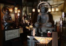 Kyoto - Temple Ryozen Kwanon - Bouddhas installés dans les pieds de la statue géante
