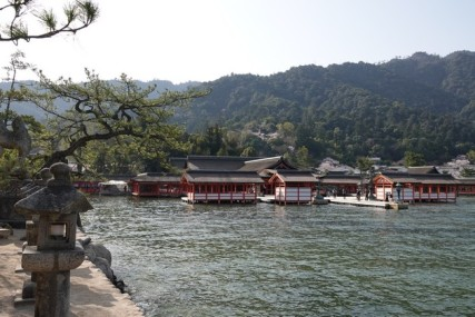 Ile de Miyajima - Torii flottant - Vers le sanctuaire Itsukushima-jinja