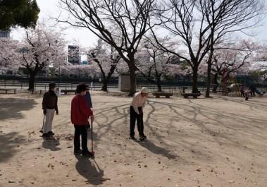 """Hiroshima - """"Pétanque-golf"""" !"""