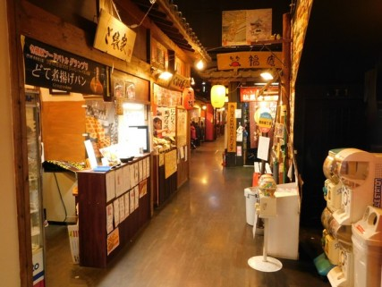 Inuyama - Allée couverte dédiée à la restauration !