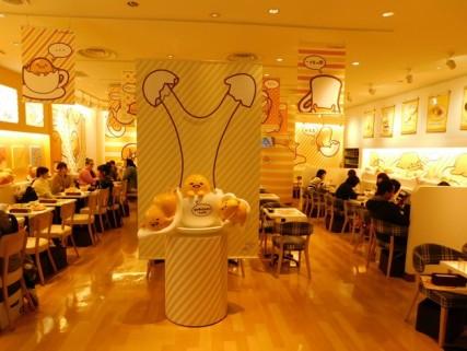 Osaka - Quartier de Kita - Uemda - Centre commercial HEP FIVE - Restaurant spécialisé dans les oeufs...