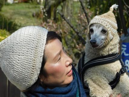 Château d'Osaka - Promenade dominicale des chiens... On remarquera le look du chien, assorti à celui de sa maitresse...