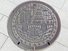 Osaka - Le long de la rivière O - Encore une plaque d'égouts décorée !