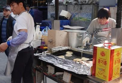 Séoul - Marché - Vendeur de beignets