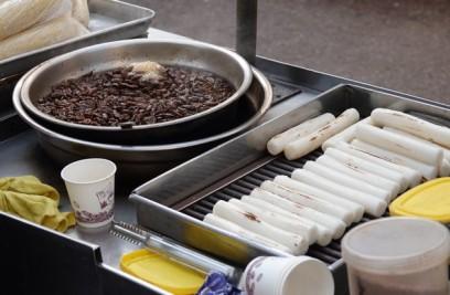 Séoul - Marché - On n'a jamais identifié ce qui cuisait dans cette gamelle !