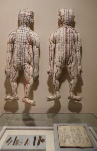 Séoul - Palais impérial Gyeongbokgung - Musée national Folklorique - Mannequins de tissus pour présenter les points d'accuponcture