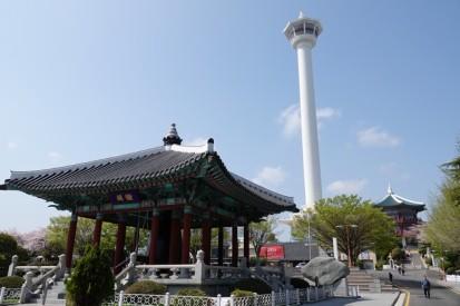Busan - Yongdusan Park - Au fond, la tour de Busan