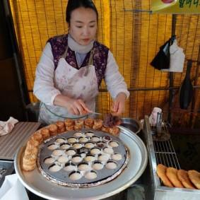 Busan - A la sortie du temple Haedong Yonggung - Petits beignets fourrés à la pâte de haricots