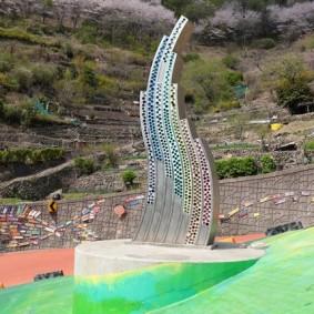 """Busan - Gamcheon Culture Village - Sur l'autre """"flanc"""" de la colline, les habitants continuent à faire leur potager en terrasse..."""