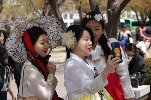 Gyeongju - Parc des tumuli Dareung-won - Encore des selfies !