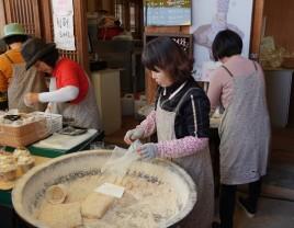 Gyeongju - Gyochon Hanok village - Confection de gâteaux à base de pâte de riz