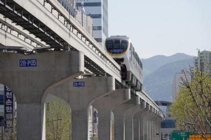 Daegu - Monorail à proximité du Seomun Market