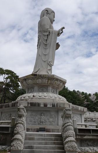 Temple Donghwasa - Bouddha géant