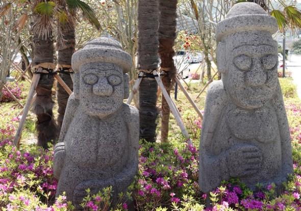 Wando - Gare maritime - Sculptures de personnages légendaires de l'ile de Jeju