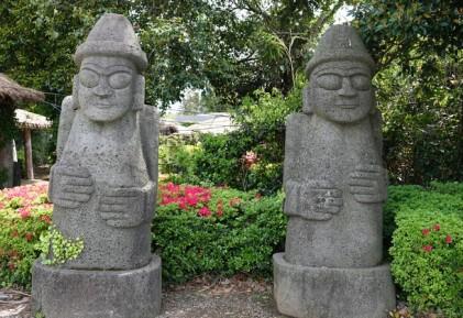Seongeup Folk Village - Dol Hareubang, les statues de pierre traditionnelles partout présentes sur l'ile
