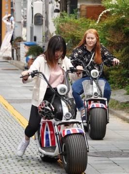 Jeonju - Hanok Village - Pas facile, la conduite de ces engins !